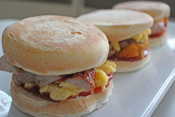 Breakfast muffins with sausage and egg
